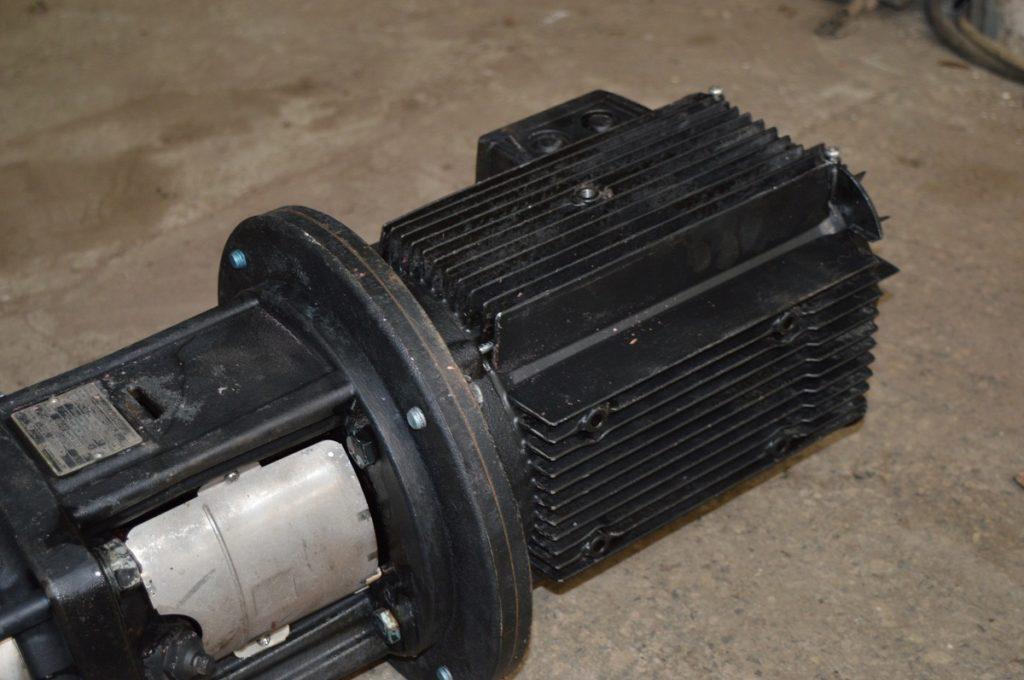 czarny silnik elektryczny